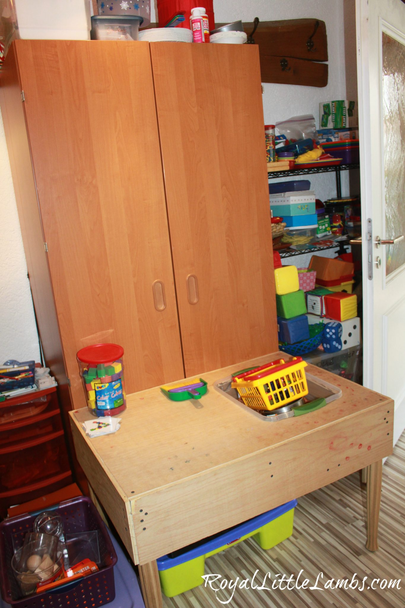 schrank and shelves