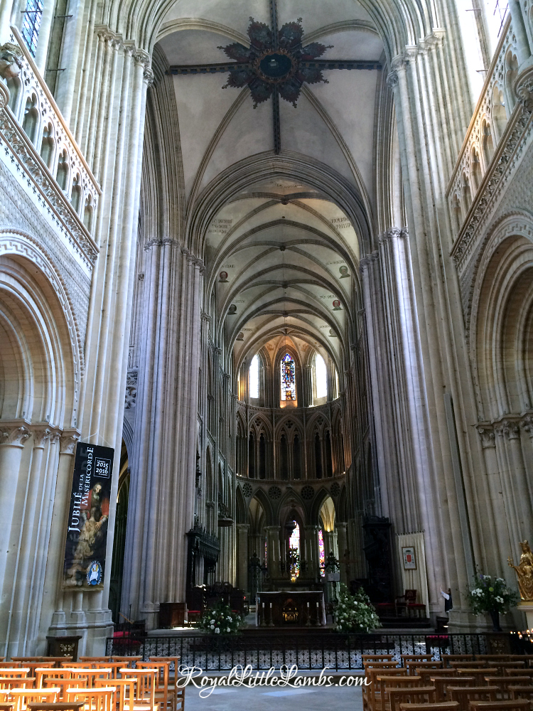 bayeux-cathedral-interior