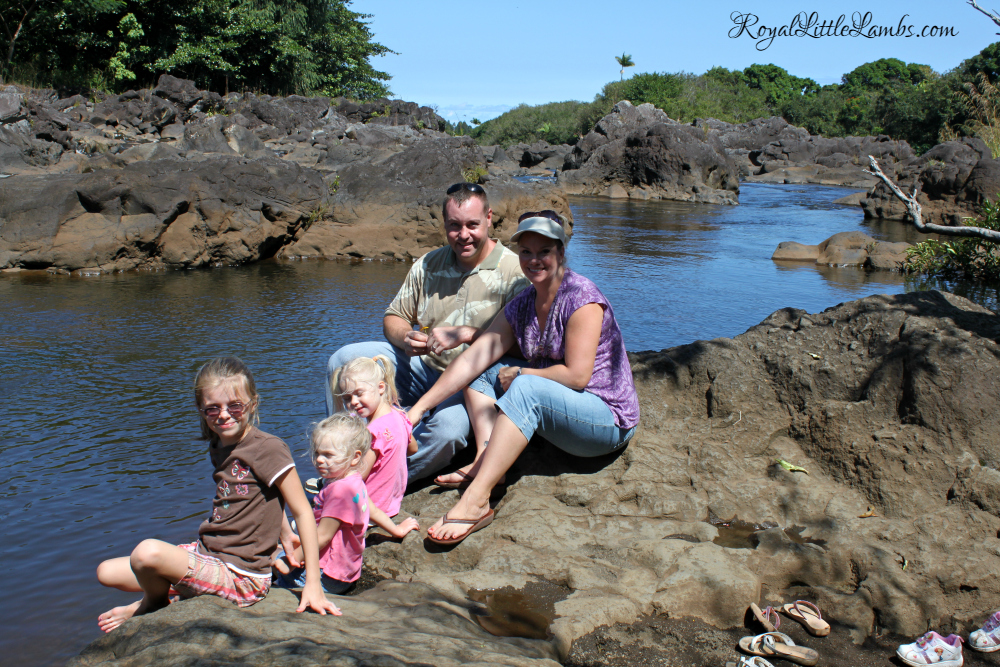 rainbow-falls-family-photo