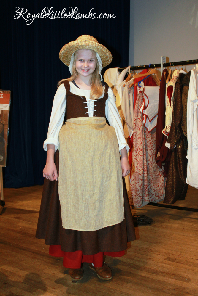 traditional-renaissance-farm-girl-costume